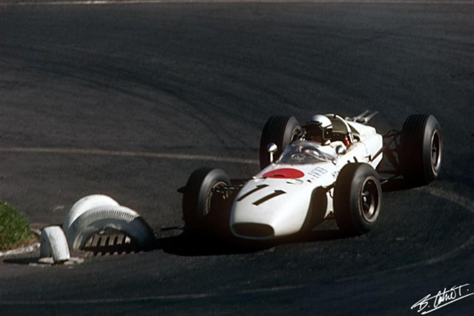 Richie Ginther 1965. aasta Mehhiko GP-l, kust tõi Hondale esimese Grand Prix võidu.