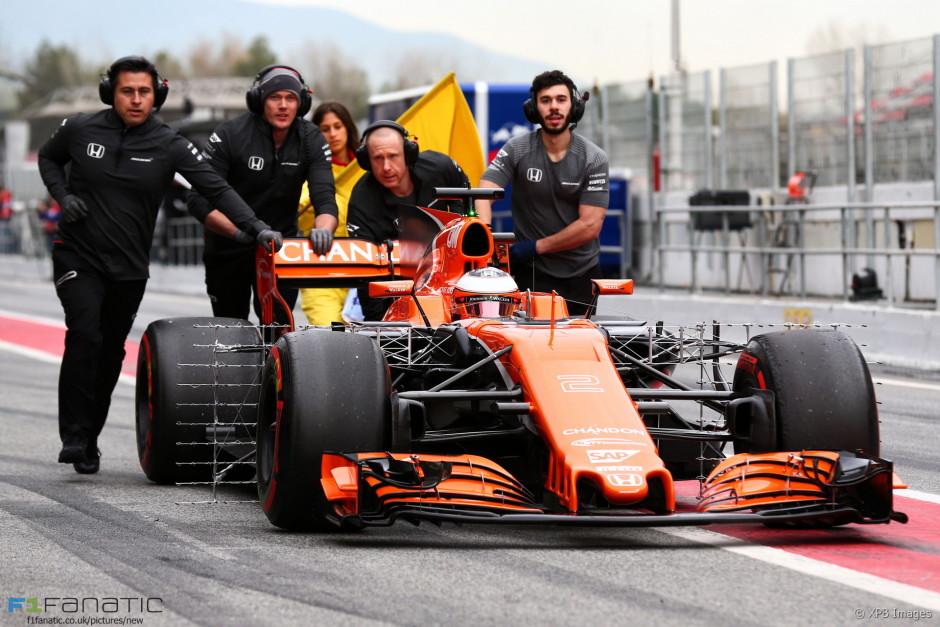 Stoffel Vandoorne katki läinud McLaren Honda roolis